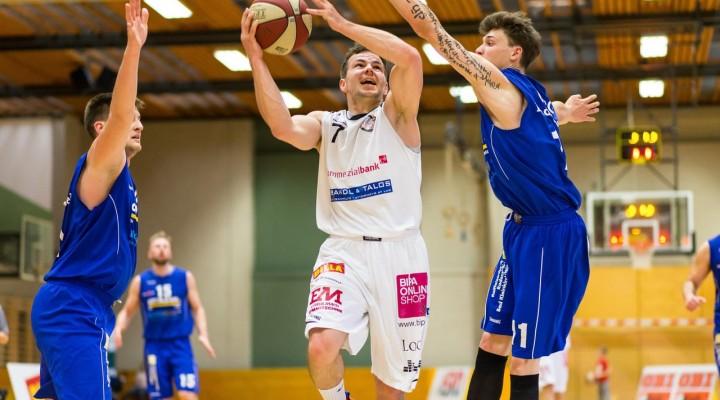 03.04.2016 Basketball 2.Bundesliga Playoffs HF1 BKM Rocks vs. Radenthein Garnets Bild zeigt: Hannes ARTNER (7) Daniel GABERLE(11) Copyright Pictorial / M.Proell<a href=