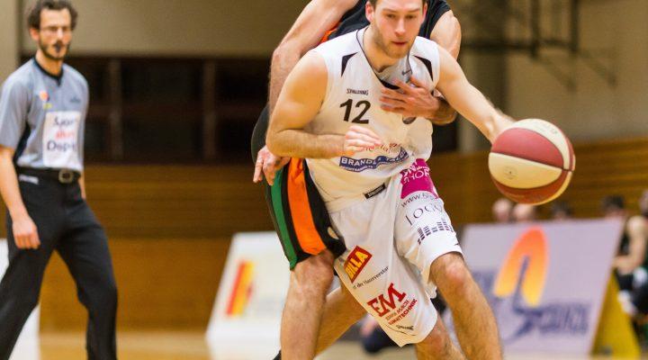 04.02.2017 Basketball 2.Bundesliga Grunddurchgang 15.Runde Mattersburg Rocks vs. Basket Flames Im Bild: Sebastian GMEINER (12), Dominik Alturban (6)   Copyright: Pictorial / M.Proell  office@pictorial.at www.pictorial.at