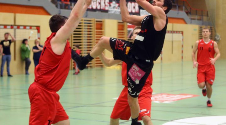 25.02.2017 Basketball 2.Bundesliga 2016/17, Grunddurchgang 18.Runde Mistelbach Mustangs vs. Mattersburg Rocks   Im Bild (v.l.n.r.): Stefan Ulreich (11)   Copyright Pictorial / M.Filippovits  office@pictorial.at www.pictorial.at     +43 660 1412984