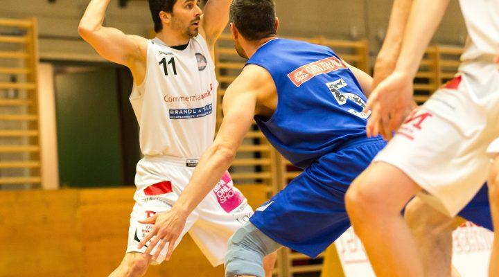 09.04.2017 Basketball 2.Bundesliga Playoff VF Spiel 1 Mattersburg Rocks vs. Vienna D.C. TimberwolvesIm Bild: Stefan ULREICH (11), David Geisler (5) Copyright: Pictorial / M.Proell<a href=