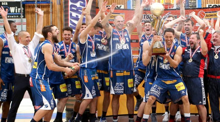 08.06.2017 Basketball ABL 2014/15 Playoff Finale Spiel 5 Oberwart Gunners vs. Kapfenberg Bulls   Im Bild (v.l.n.r.): Österreichischen Basketballmeister 2016/17, Kapfeneberg Bulls, Michael Schrittwieser (Head Coach), Tatjana Galova (Ass. Coach), Kareem Jamar (4), Bogic Vujosevic (5), Lukas Hahn (6), Marvin Riedl (7), Kushtrim Dvorani (8), Filip Krämer (9), Ian Moschik    Copyright Pictorial / M.Filippovits  office@pictorial.at www.pictorial.at     +43 660 1412984